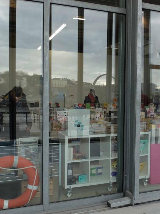 Les Inséparables sont exposés  à la librairie de la HAB Galerie